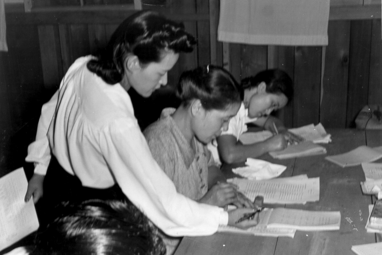 persuasive essay japanese internment camps Japanese american internment during w orld war ii author acting under the directive moved over 110,000 japanese americans into internment camps.